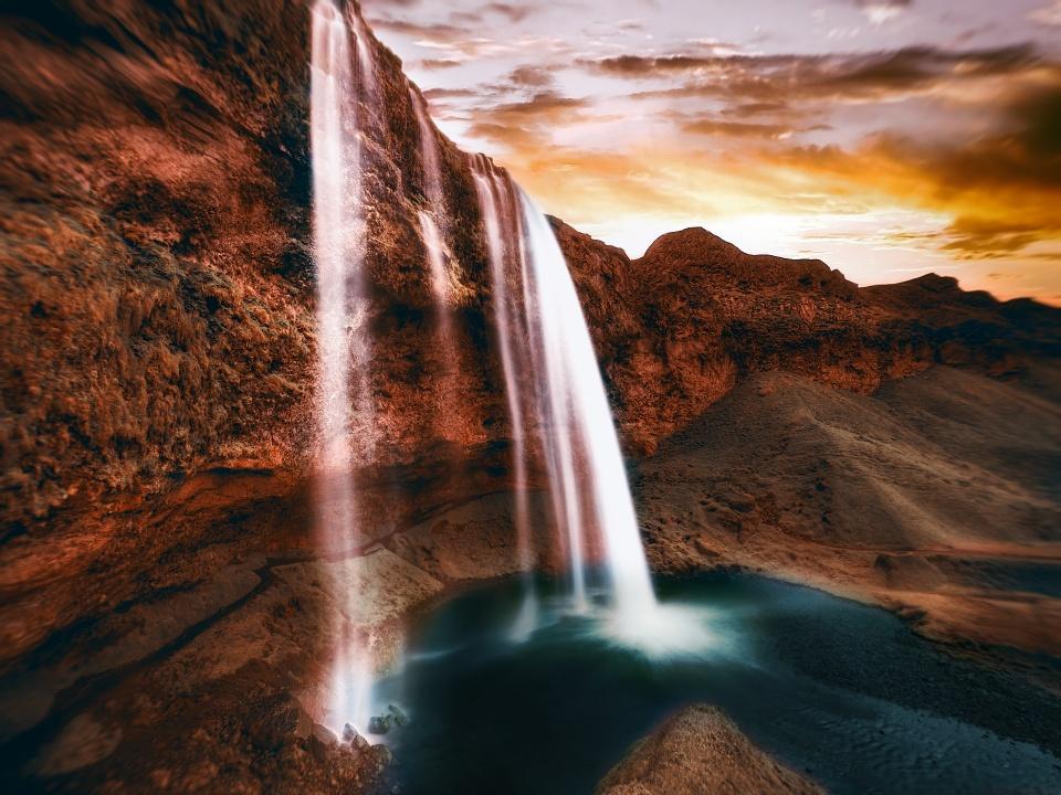 Seljalandsfoss Waterfall - Islândia [ Ver Imagem Original ]